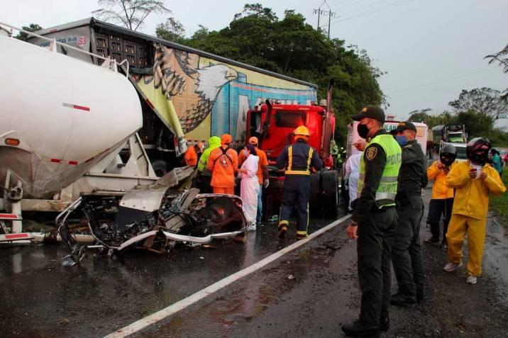 Choque de dos camiones en Santander