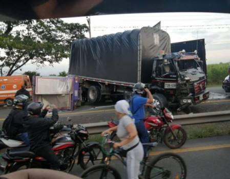 choque cuatro camiones