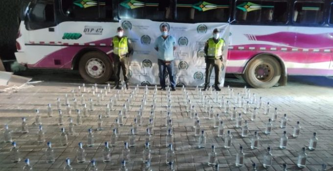 bus con botellas de ag7uardiente adulterado